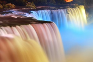 Las cataratas de Niagara iluminadas