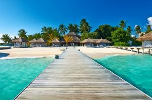 Preciosa playa junto al embarcadero