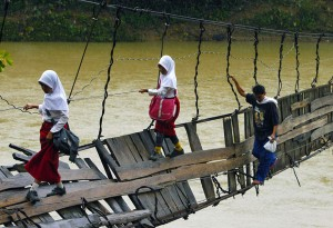 Pupils Crossing A Damaged Suspension Bridge, Lebak, Indonesia1 copyright Reuters)