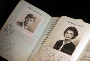 27 Vintage Passports Of Famous People 015