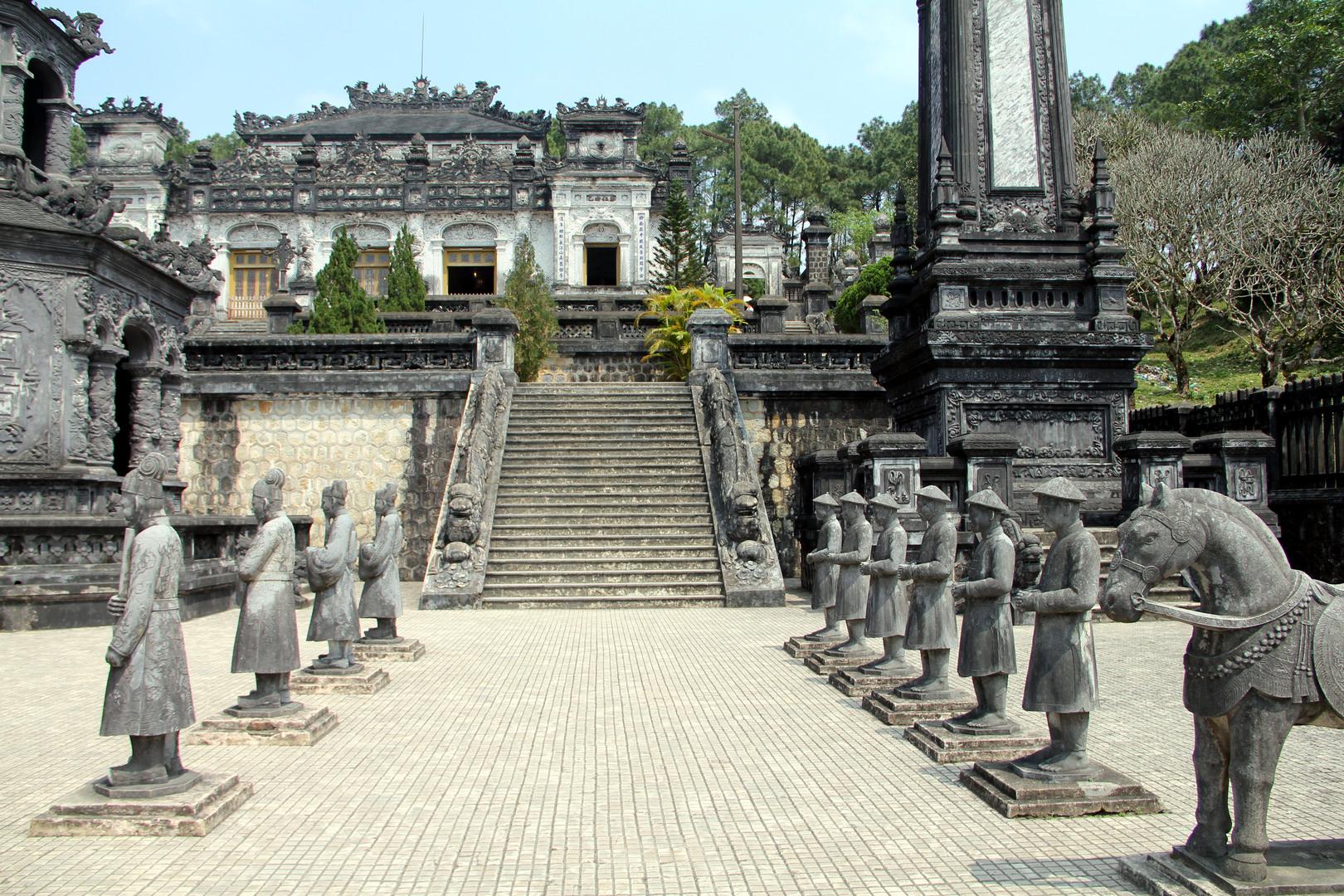 Khai_Dinh_tomb_Hue_VietNam