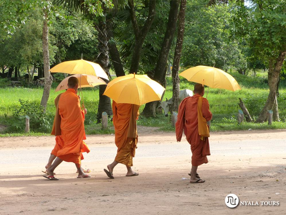 los-templos-de-angkor-monjes