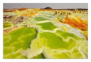Volcanes activos en Dallol, en el desierto de Danakil – Etiopía